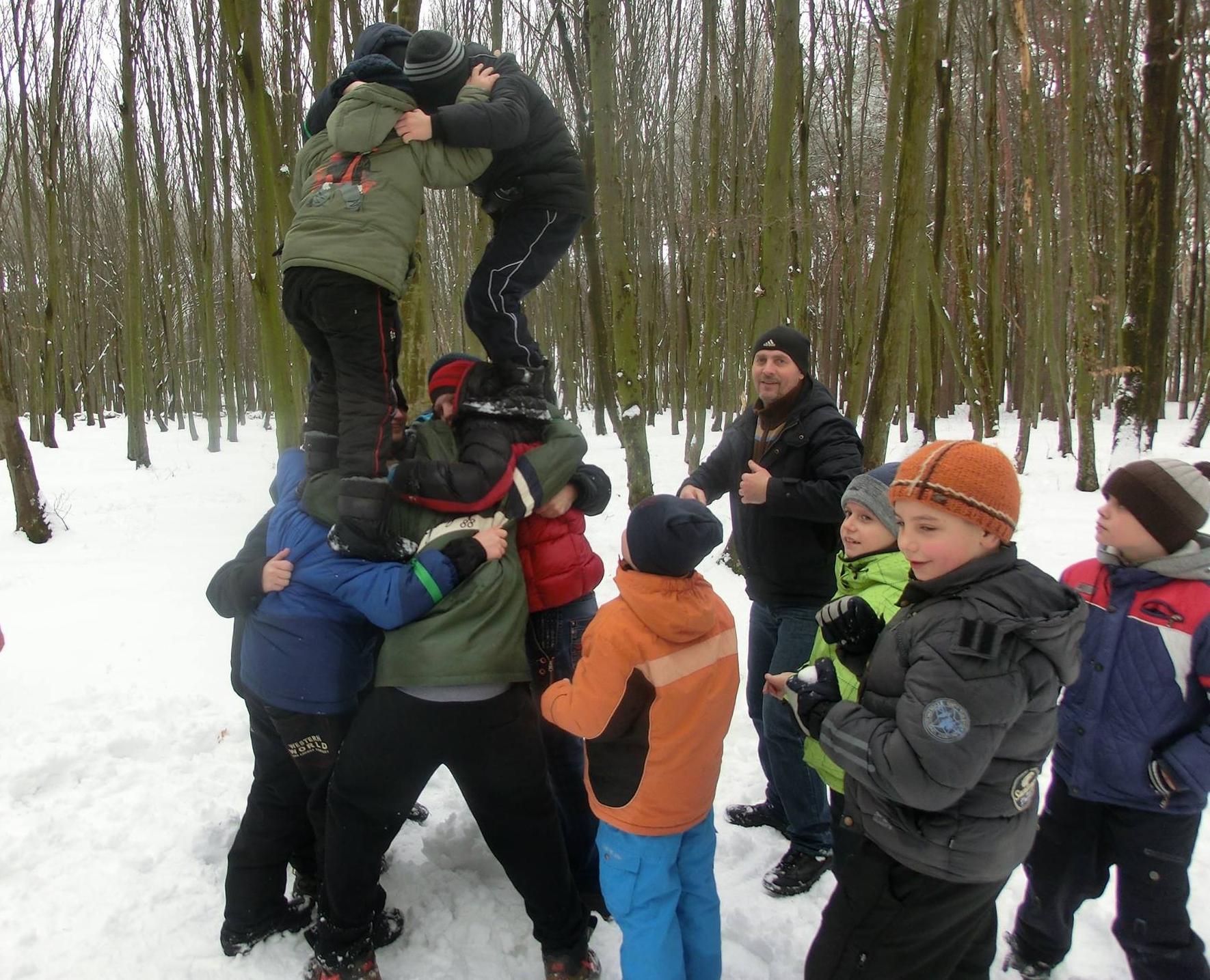 *** Хмельницькі гопаківці - похід до зимового лісу з батьками та тренерами - День Соборності України 22 січня 2017 року ***